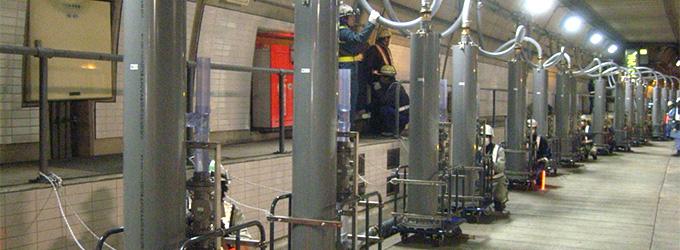 画像:トンネル内での水噴霧放水試験