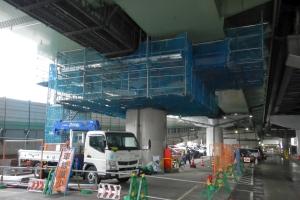 7ブロック耐震補強工事 吊り足場設置