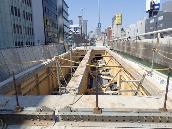 信濃橋入路PC桁搬出とNG4床版状況と万能塀
