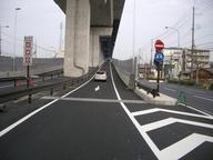写真:車の逆走や出口からの進入は禁止です。