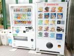 自動販売機(中庭入口)
