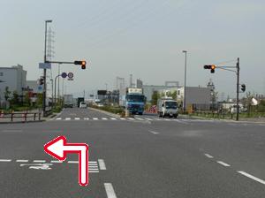 写真:阪神高速「尼崎末広」出口を出て「末広町1丁目」交差点を左折