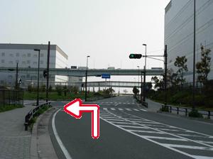 写真:はじめの信号を左折