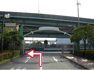 写真:尼崎テクノランド出口を左折