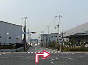 写真:「末広町西」の交差点を右折