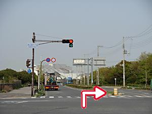 写真:「末広町1丁目」交差点を右折